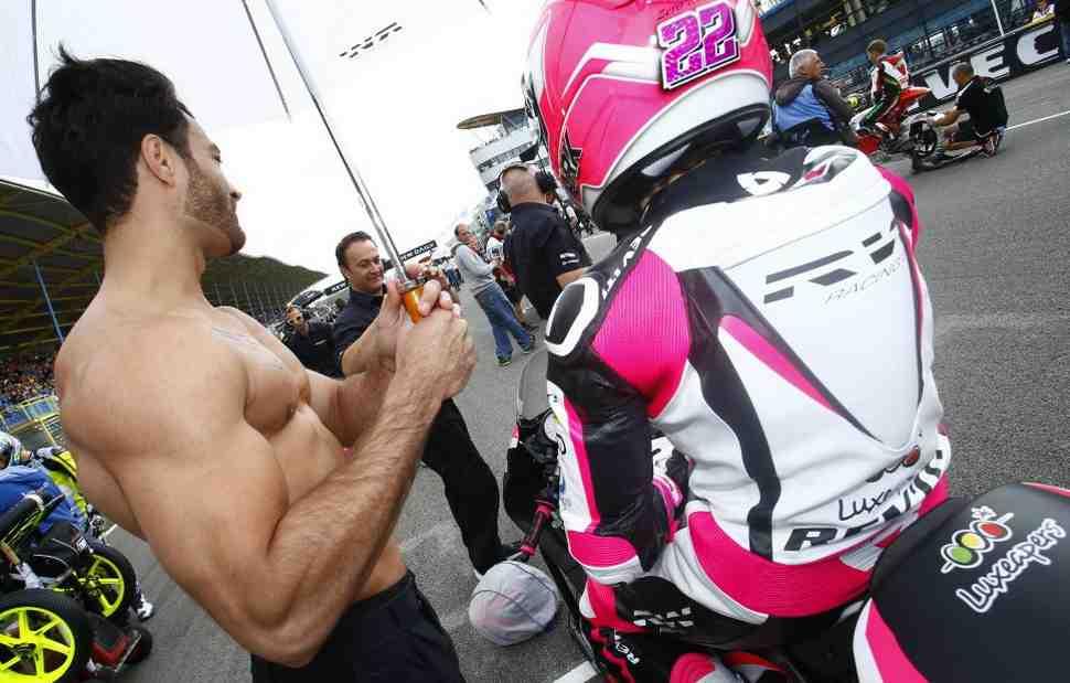Инсайдеры MotoGP эмоционально реагируют на «Grid Girls Ban» в Формуле-1