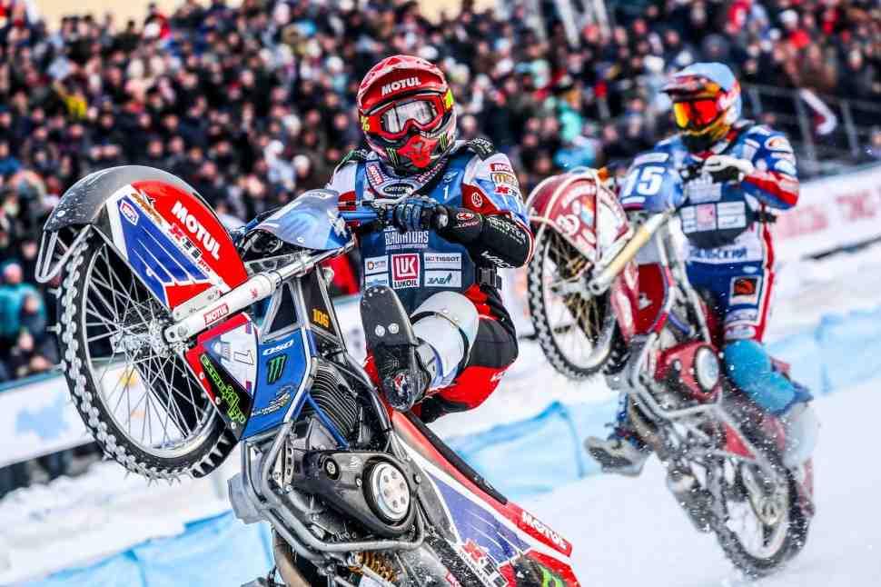 Сборная России взяла золото на чемпионате мира по мотогонкам на льду