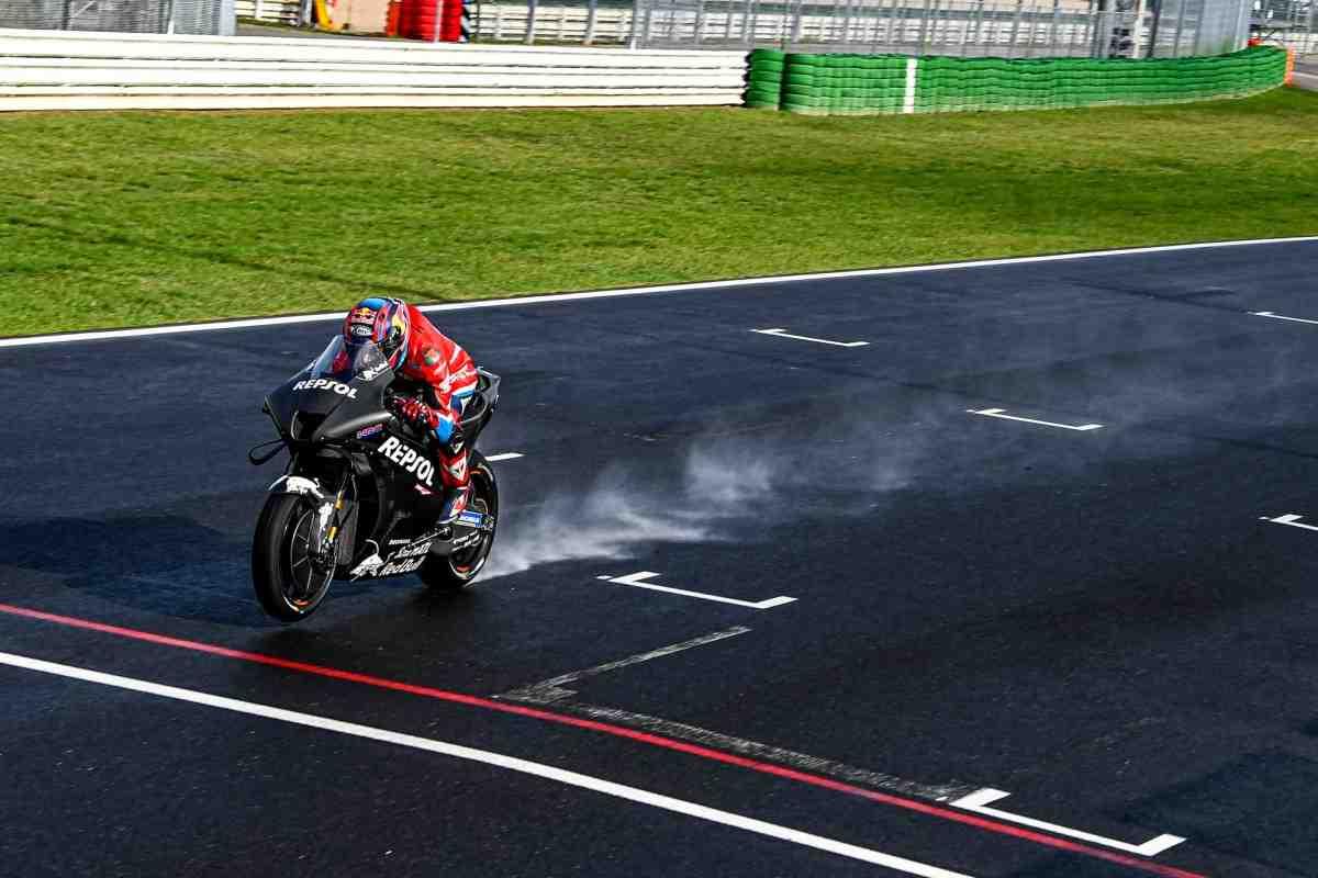 Первые фото новых прототипов MotoGP 2022 года с тестов в Мизано