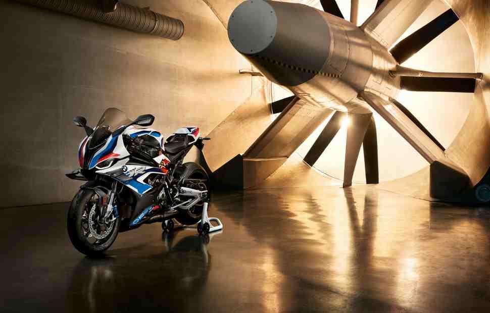 Видео: On-line презентация BMW M1000RR (2021)