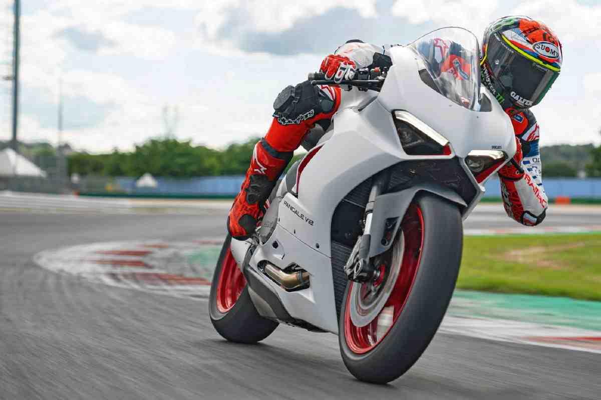 �������� ��������: ��������� ������� Ducati �������� � FIM Supersport World Championship!