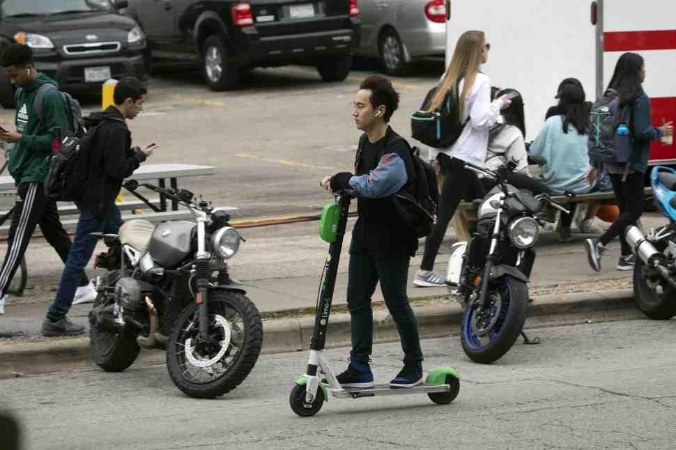 В США электросамокаты приравняли к велосипедам и скутерам: новые правила вступили в силу