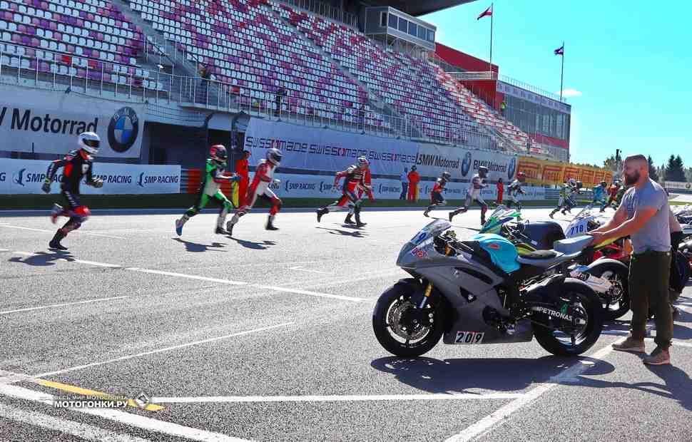 На Moscow Raceway в разгаре первая 8-часовая гонка эндуранс в истории!