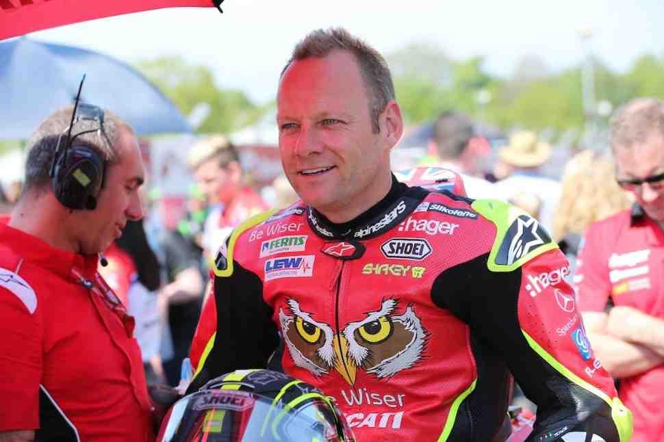 Шейн Бирн покидает British Superbike после опасной аварии на тестах в Snetterton Park