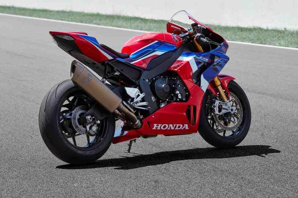 ��������� �������� �������� �� 300 ������ ��� ���������� Honda CBR1000RR-R