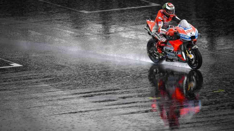 MotoGP: Хроники пикирующего BritishGP - дождь пришел в Silverstone раньше ожиданий