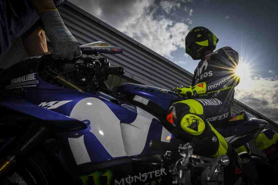 MotoGP: Ошибка на пит-стопе сорвала план Валентино Росси стартовать с 5-й позиции