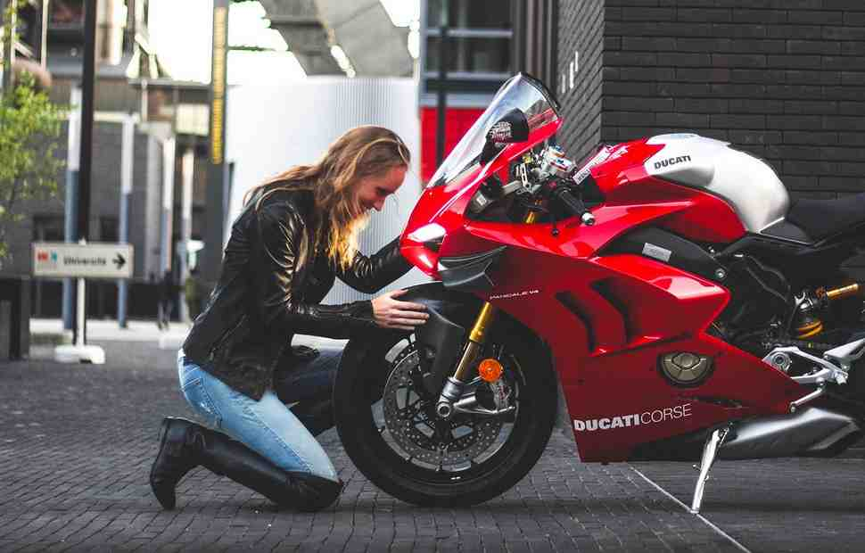 Завод Ducati возобновил производство мотоциклов после карантина из-за Covid-19