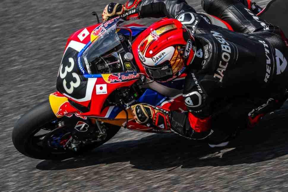 Suzuka 8 Hours: Битва началась - Заводские Yamaha, Kawasaki и Honda выходят в лидеры
