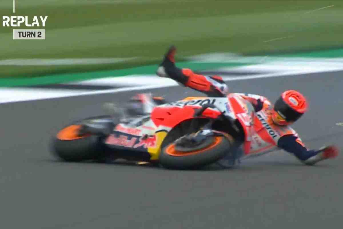 MotoGP: Марк Маркес возглавил FP1 BritishGP, несмотря на падение на 247 км/ч
