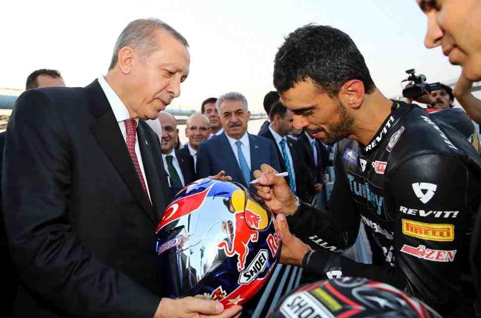 5-кратный чемпион мира по мотогонкам Кенан Софуглу стал депутатом Парламента Турции
