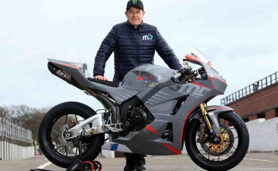 Джон МакГиннесс выйдет на старт Isle of Man TT 2018 с командой Майкла Данлопа в Supersport