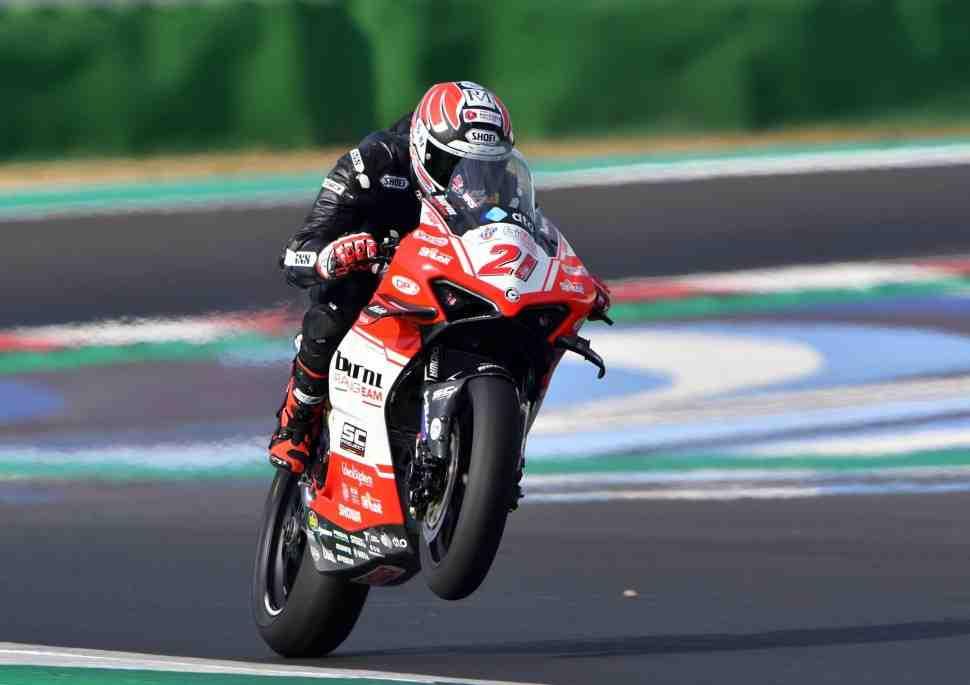 ������ ������ ��� � �������: ��������� ����� MV Agusta ������� �� Ducati V4R �� WorldSBK