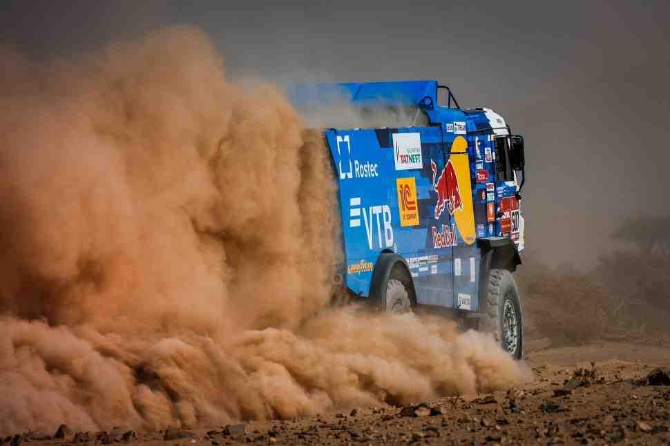 Дмитрий Сотников выигрывает первый этап ралли Дакар 2021 года