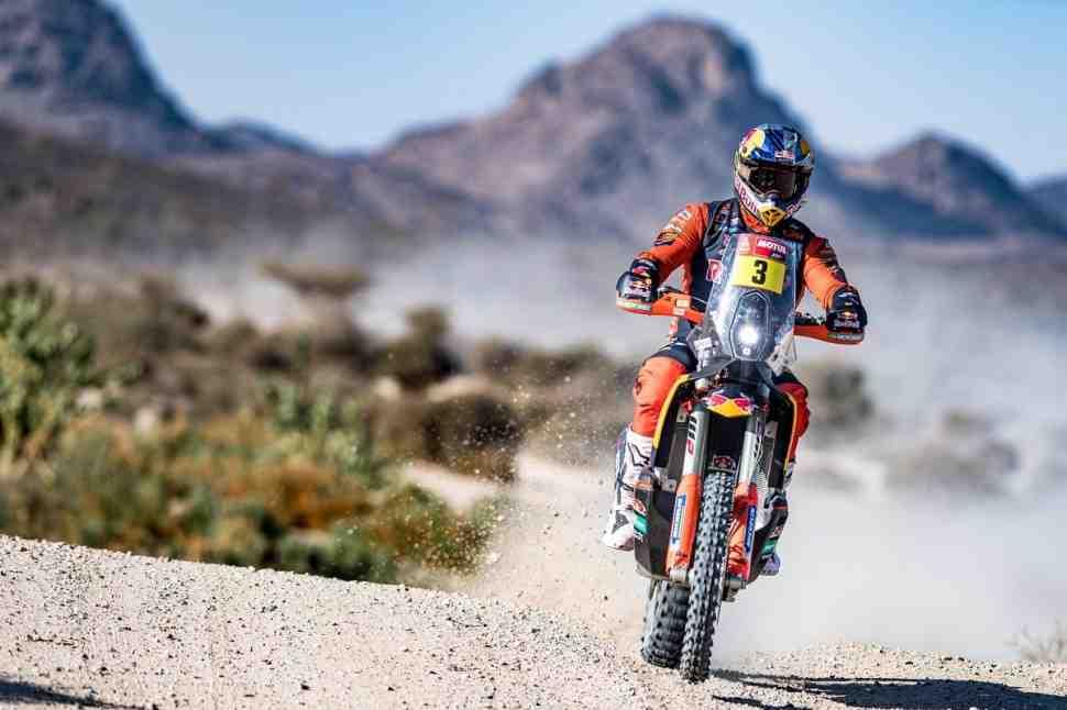 Тоби Прайс выиграл СУ1 ралли Дакар 2021 в зачете мотоциклов, Брабек и Барреда потеряли время