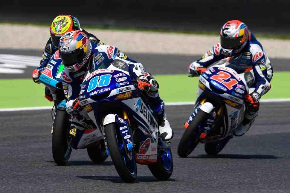 Moto3: Необычный Муджелло - тройка лидеров и один жирный кроль