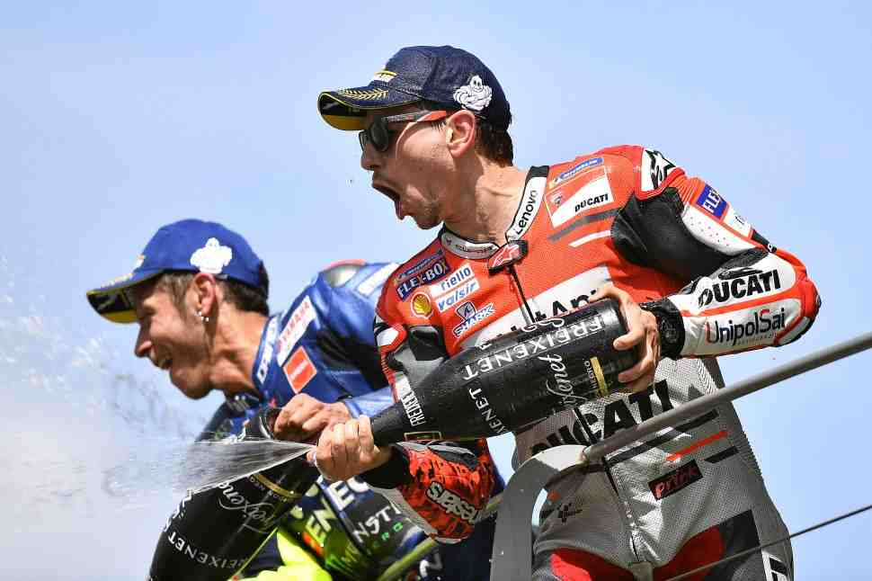 MotoGP: Уйти красиво - Лоренцо выигрывает Гран-При Италии для Ducati