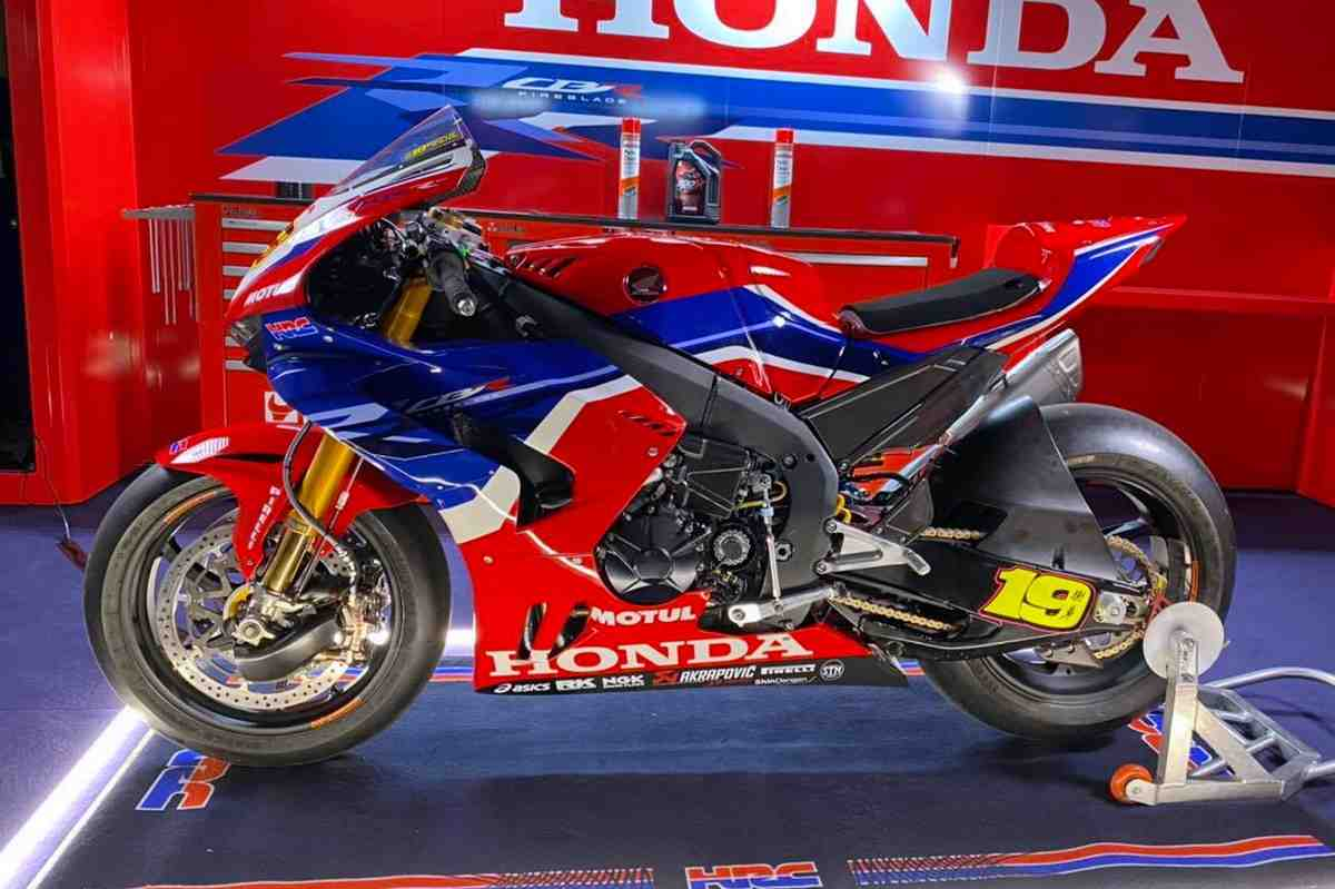 WorldSBK: ����� ������ Team HRC Honda CBR1000RR-R Fireblade - ���� � �����