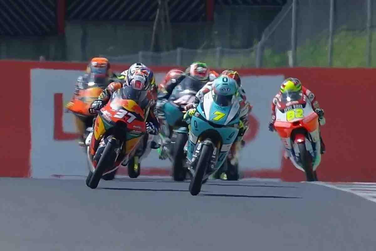 Классический Moto3: 12 гонщиков боролись за Гран-При Италии на протяжении всего заезда