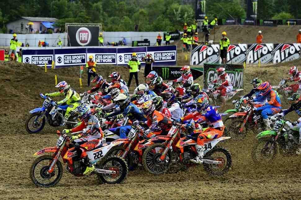 Мотокросс: видео квалификации Гран-При Индонезии MXGP/MX2 - Pangkal Pinang