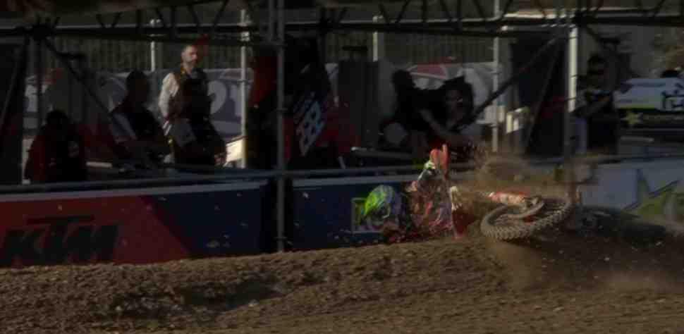 Motocross: сход Антонио Кайроли - видео падения на квалификации ЧМ MXGP в Италии