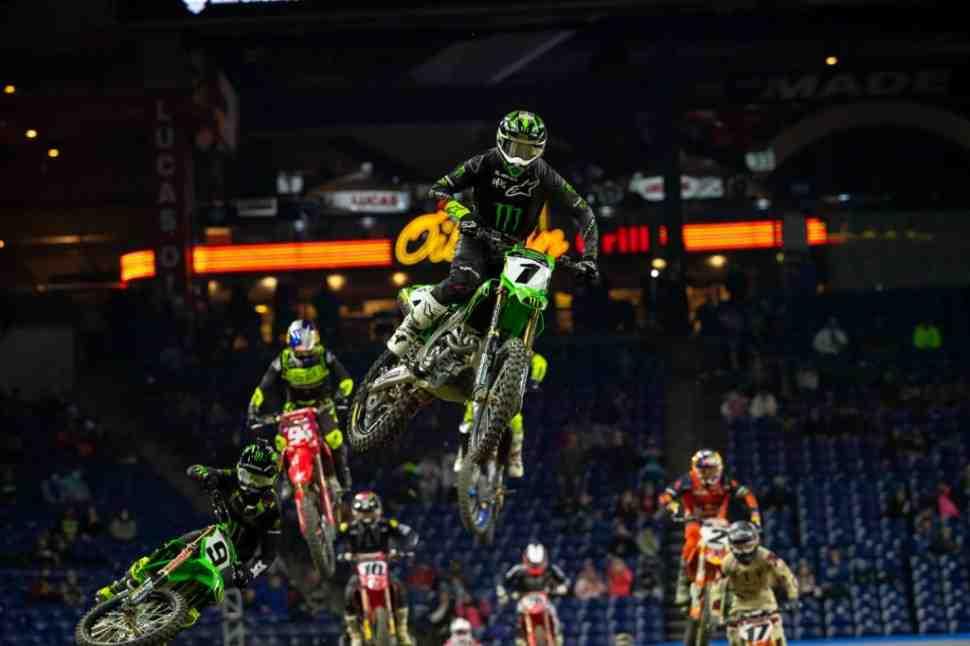 AMA Supercross: Элай Томак vs Кен Рокцен в Индианаполисе - гонка всей жизни