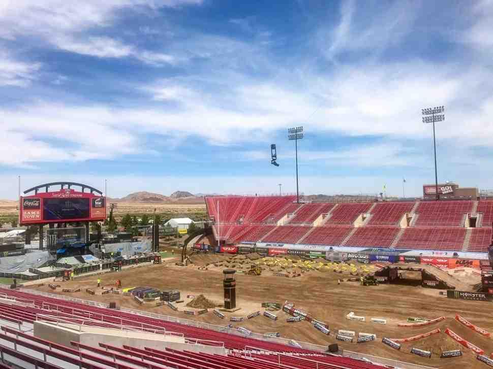 AMA Supercross: три чемпиона определятся в Лас-Вегасе - финал