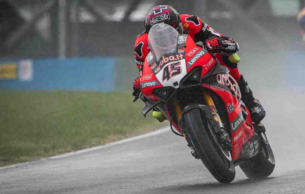 ����� �� ����� WSBK ����������� � �������: Ducati �������� ���������� ����������� ��������� ���