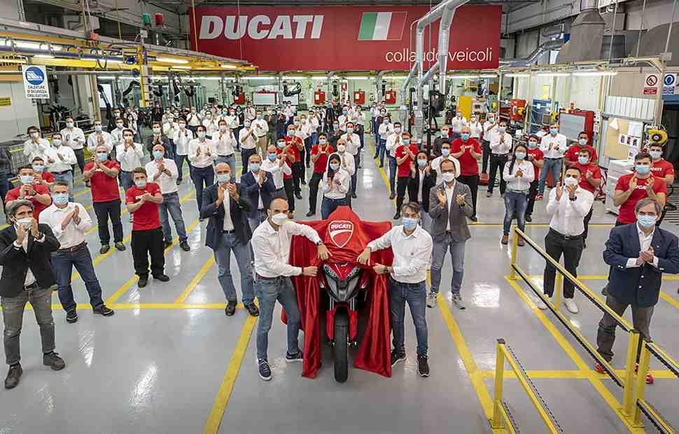 Мотоцикл с радаром: Ducati Multistrada V4 - первый в мире байк с адаптивным круиз-контролем
