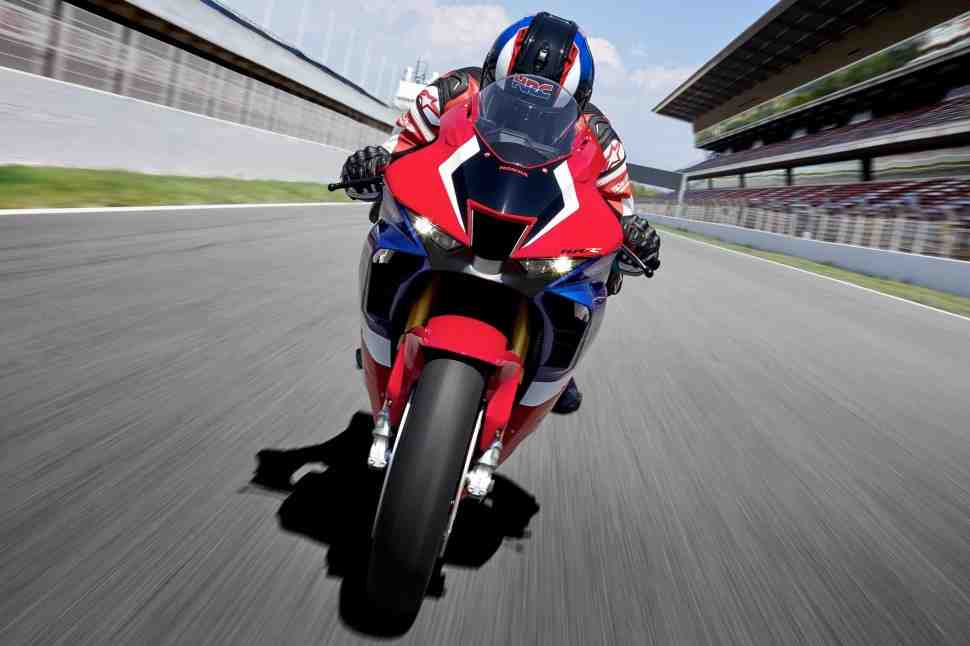 Honda ������������ ����� ������ �������� CBR1000RR-R (2020) � RR-R SP (2021)