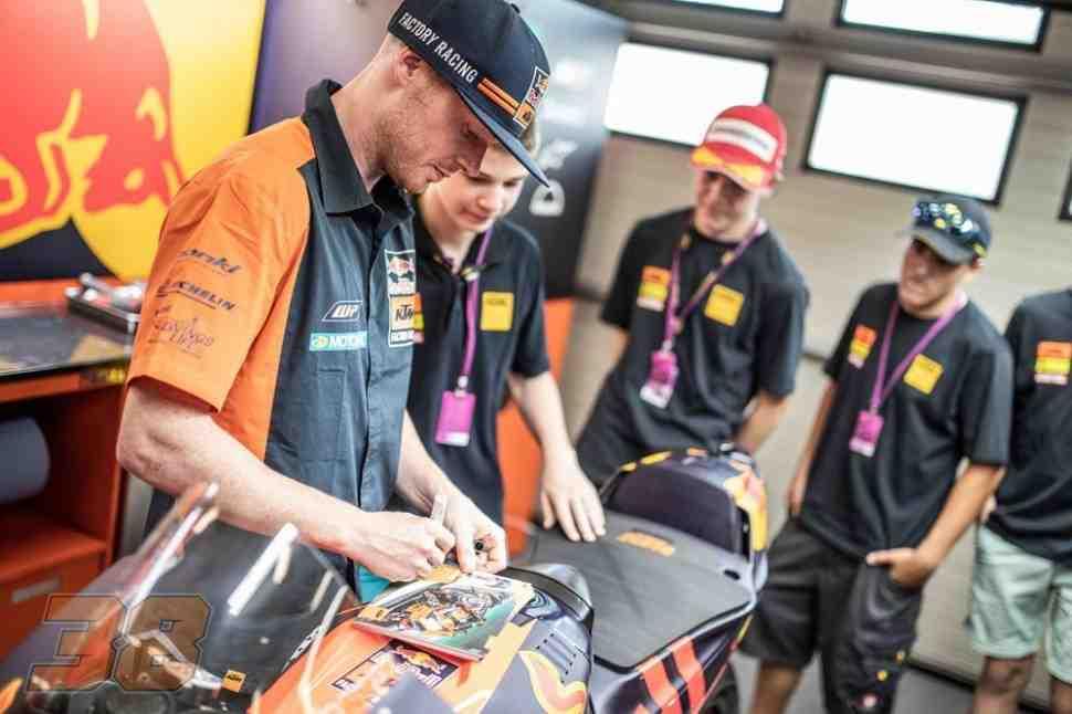 Aprilia MotoGP дает Брадли Смиту старт на Гран-При Катара и еще 5 wildcard на год