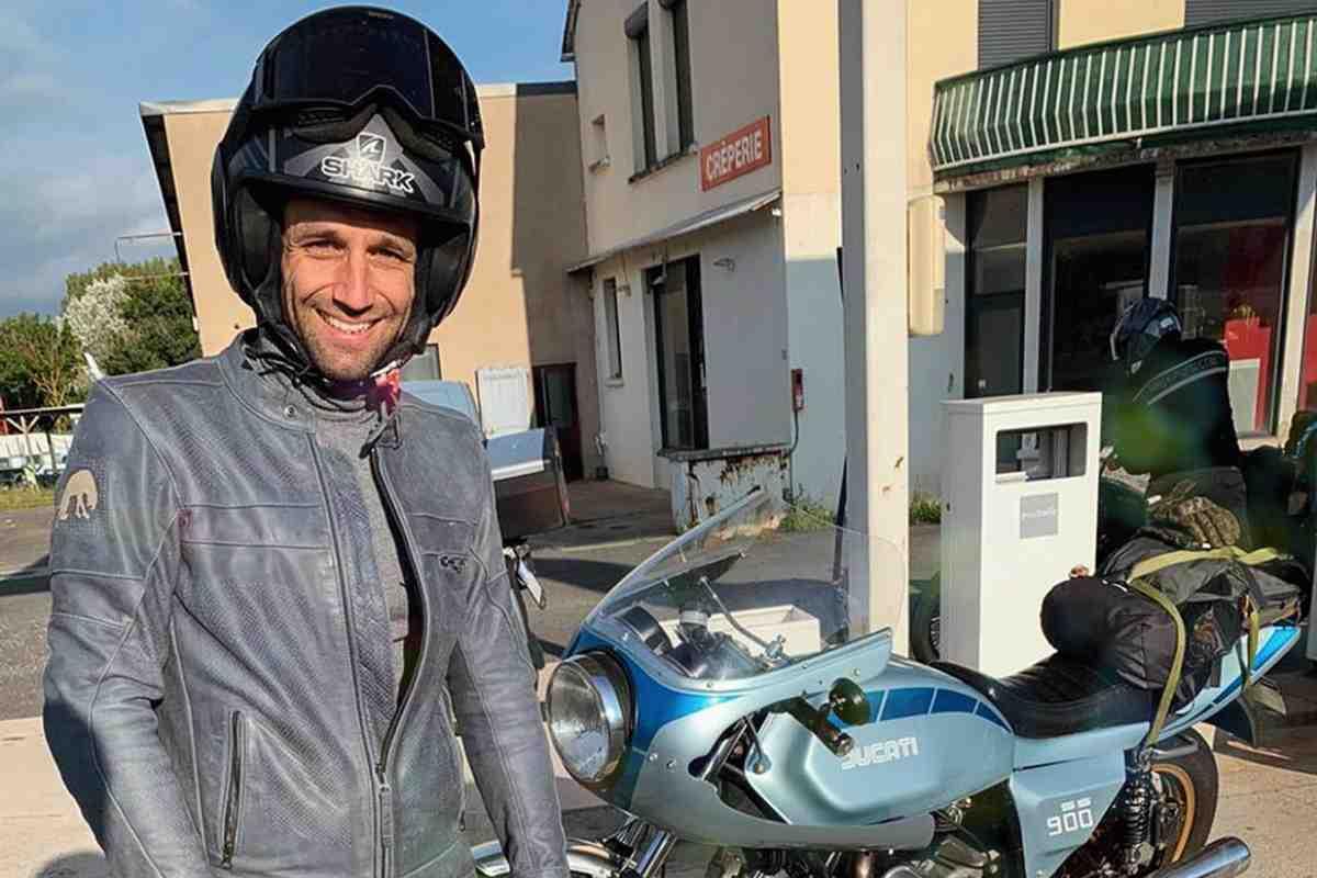 Настоящий мотоциклист: Жоан Зарко решил поехать на Гран-При Арагона MotoGP на винтажном Ducati