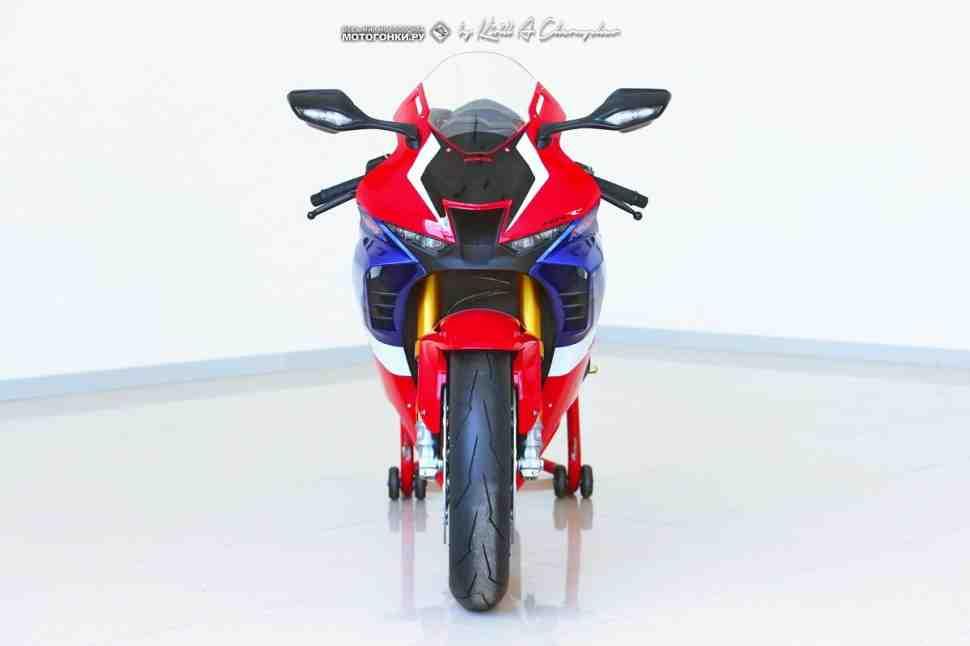 Honda CBR1000RR-R Fireblade SP (2020): Первый контакт - детали, фото и комментарии
