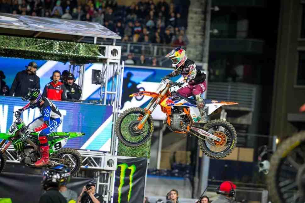 Суперкросс: Борьба за победу в 6 этапе чемпионата Мира/AMA в Сан-Диего - видео баталий