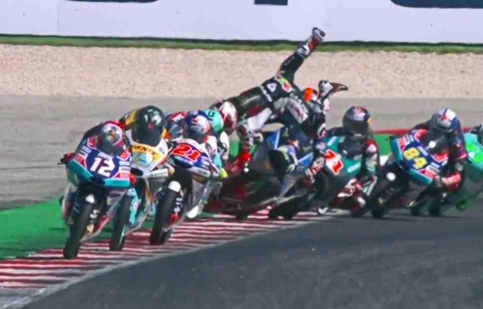 Moto3: Массовый завал определил призеров SanMarinoGP - Видео