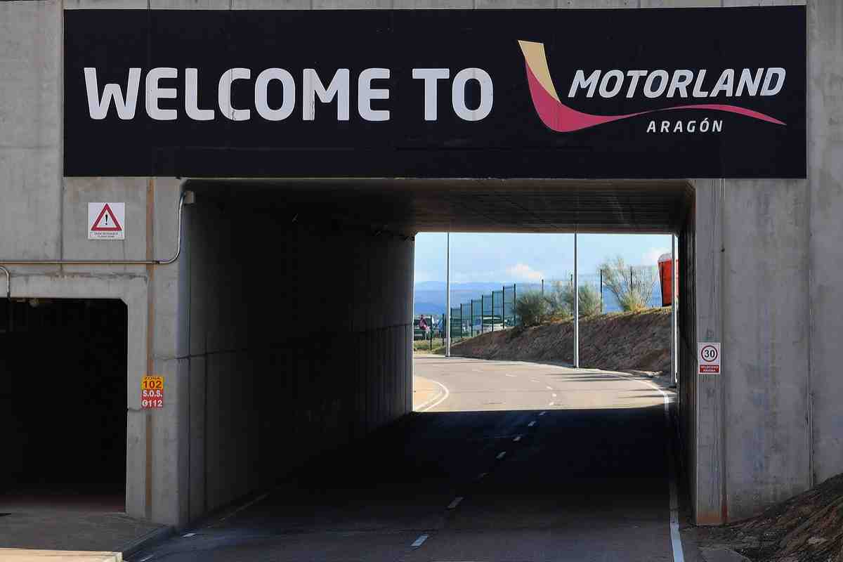 Закулисная жизнь MotoGP: Маверик Виньялес и Андреа Довициозо в новых цветах на AragonGP