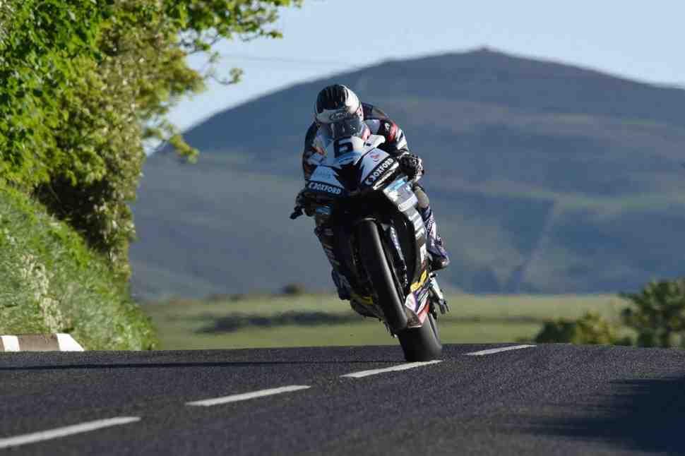 Абсолютный рекорд средней скорости 212 км/ч установлен на Isle of Man TT