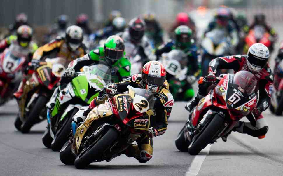 BMW берет полный подиум в юбилейном 50-м Macau Motorcycle Grand Prix