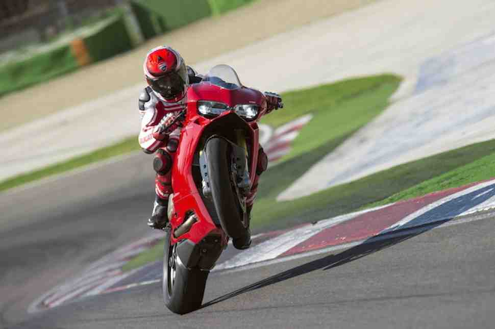 Ducati 1299 Panigale S: во всеоружии с Pirelli и Ohlins (+видео)