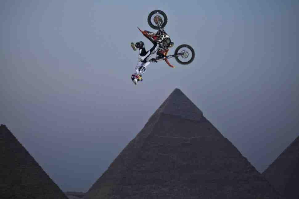 FMX: Прямая трансляция Red Bull X-Fighters из Египта - здесь!