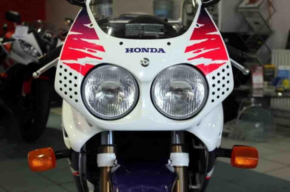 Iconic Sportbikes: Honda Fireblade – от и до