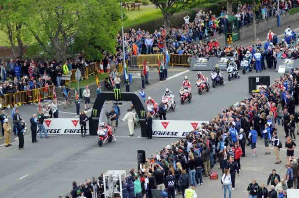 IOMTT-2013: Майкл Данлоп возглавил зачет Superbike