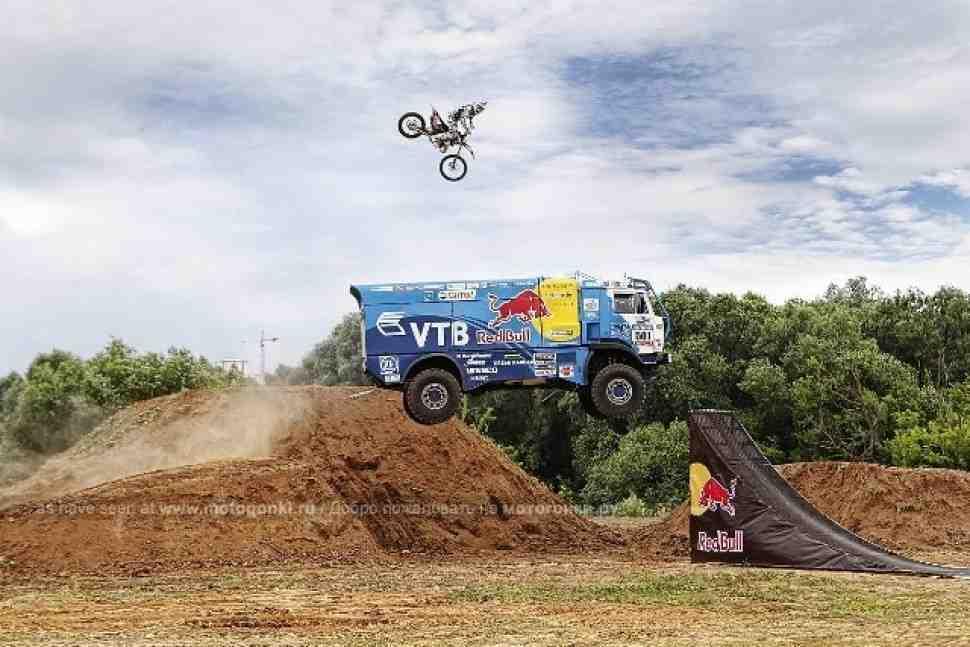 Мотофристайл: прыжок Колесникова с КАМАЗом (видео)