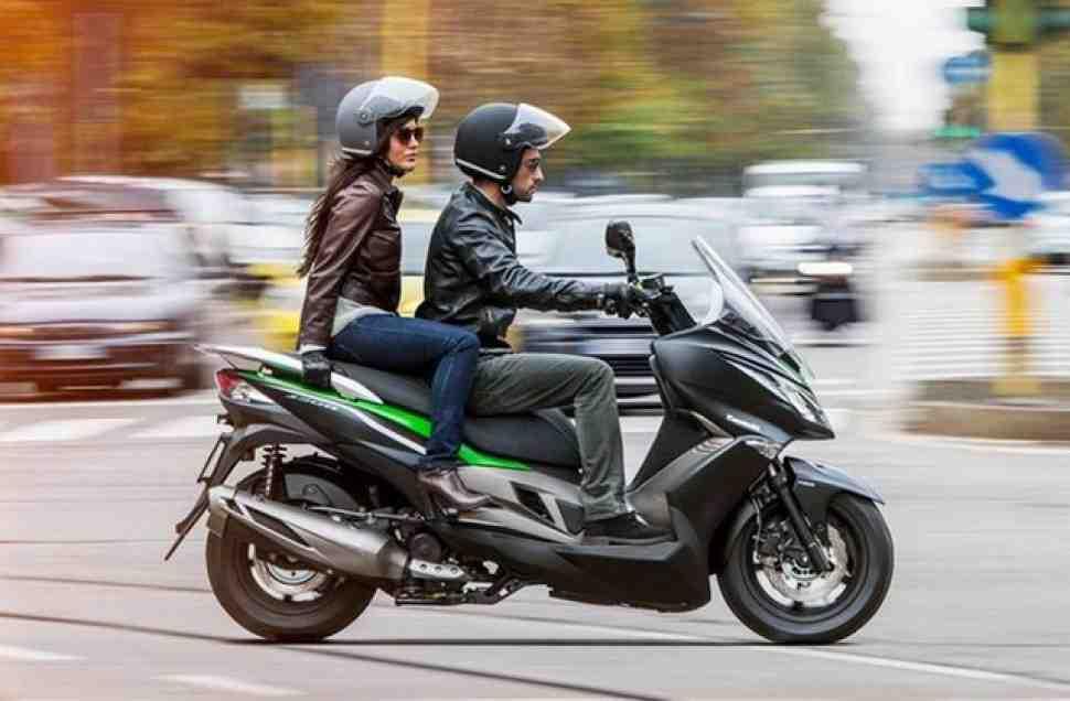 Mr. Green: Обзор максискутера Kawasaki J300