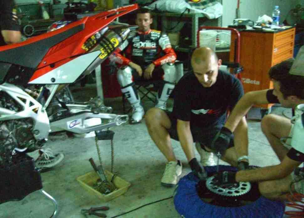 Новую Aprilia MXV для чемпионата по супермото строит Бьяджи