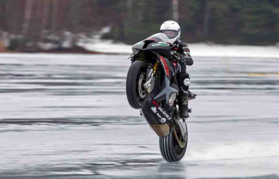 Новый рекорд Гиннесса: wheelie 200 км/ч на льду озера