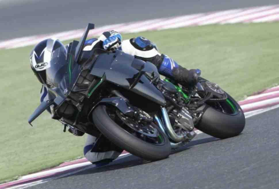 Первые тесты Kawasaki Ninja H2R: на 357 км/ч по Катару!