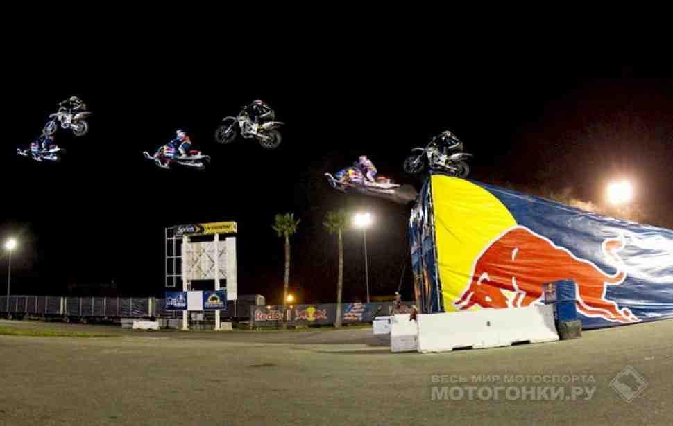 Red Bull: Прыжок на снегоходе через пролив (видео)