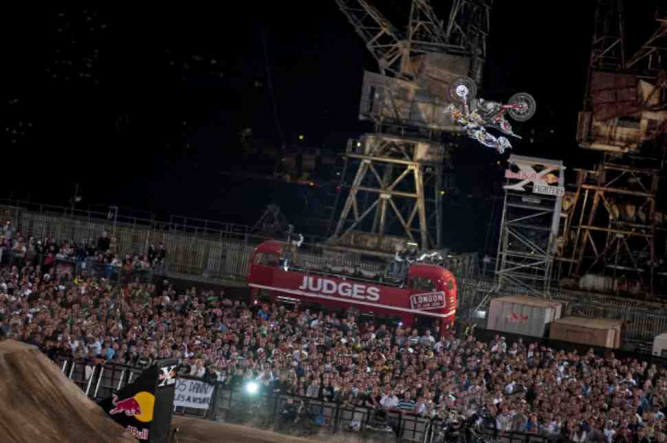 Red Bull X-Fighters: Anarchy in the UK! (видео)