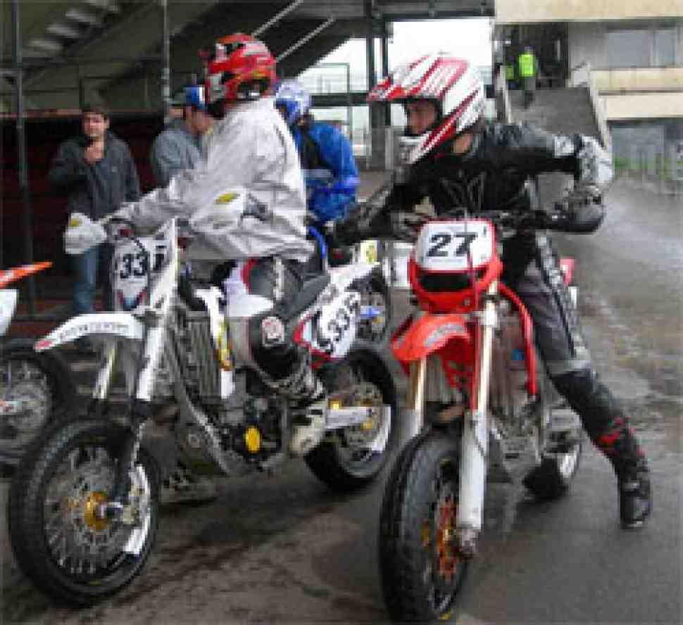 В Крылатском стартовал первый гоночный уик-энд Чемпионата России по супермото!